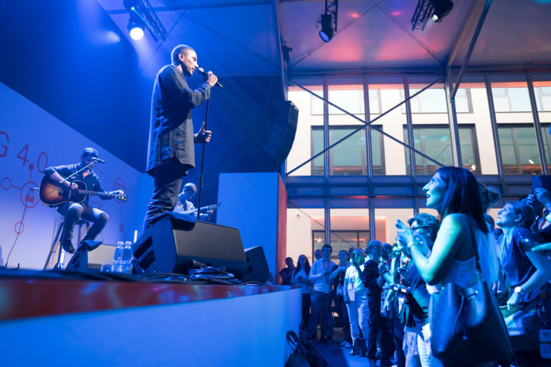 Editorial photography as event photography and fair photography: Concert by Andreas Bourani at a company event.