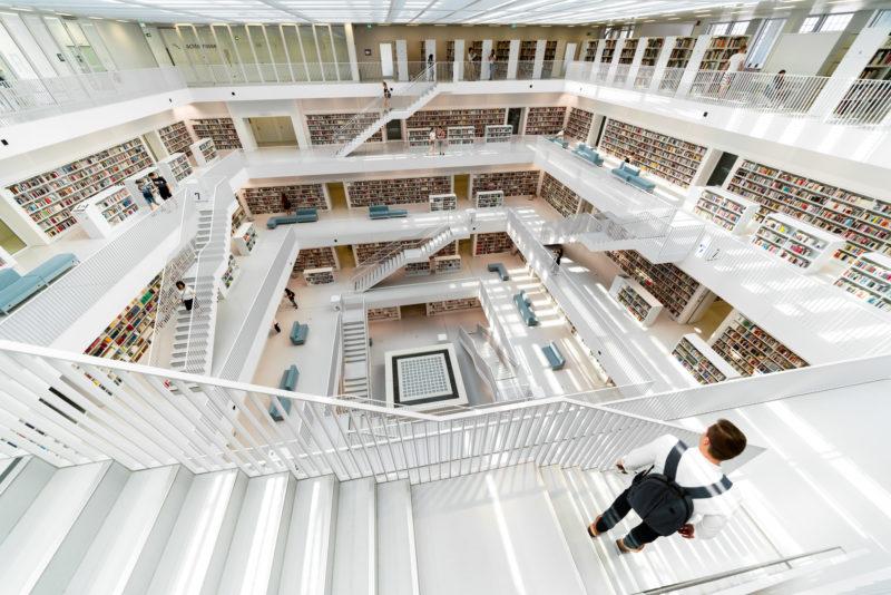 Stadtportrait Stuttgart: Architekturfotografie: Blick in die Stadtbibliothek in Stuttgart, eines der am meisten fotografierten Gebäude in Stuttgart.