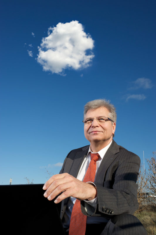 Employees photography: A specialist in cloud computing outdoors. A white cloud in the sky.