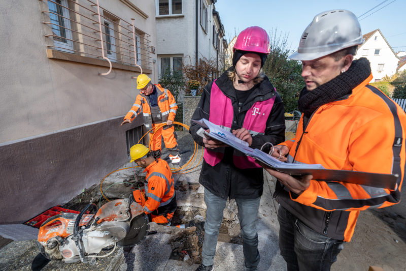 Reportage photography on a fiber optic construction site: All communication lines to be laid are precisely planned and documented by the employees of the telecommunications company.