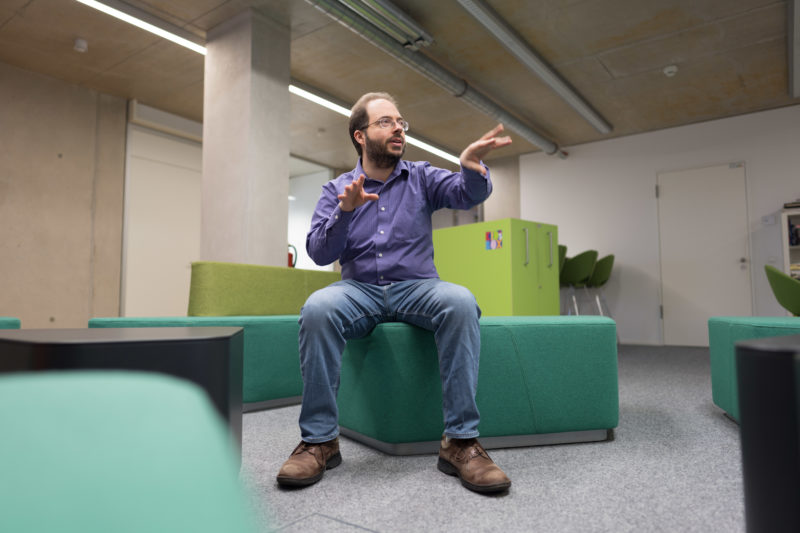 Portrait of a scientist: Even if the environment in a research institute often looks bleak, good portraits are successful if the scientist portrayed is open and talkative, making photogenic gestures.