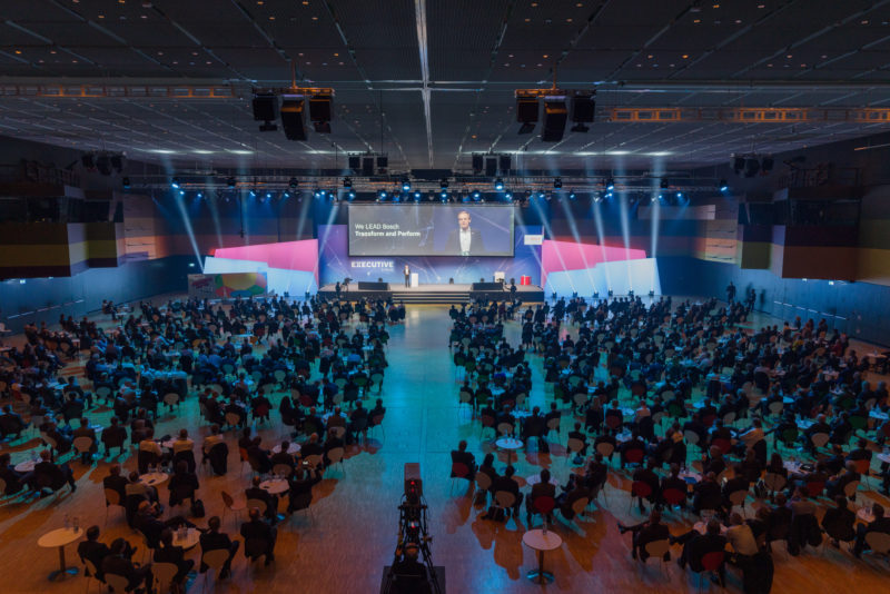Editorial photography as event photography and fair photography: View into the hall of a big company event.