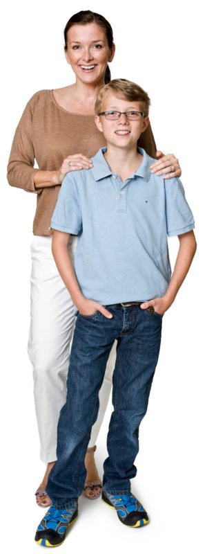 Portrait photography: Full body portrait of a mother with her son in front of a white background. The photo is taken with studio lighting and white background in an apartment.