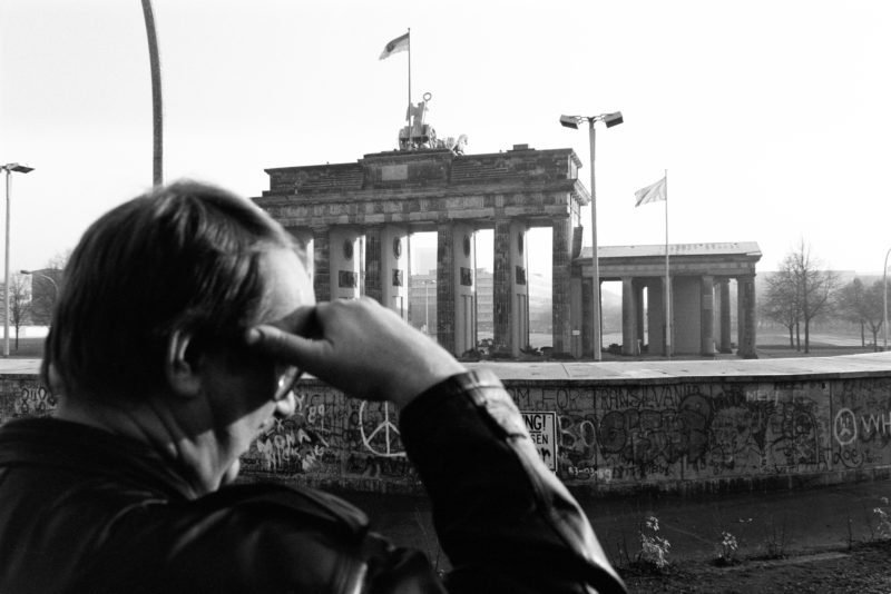 Reportage photography GDR border opening 1989: In the early morning of November 10, 21989 the day after the fall of the Wall, the square at the Brandenburg Gate near the Berlin Wall is empty. It