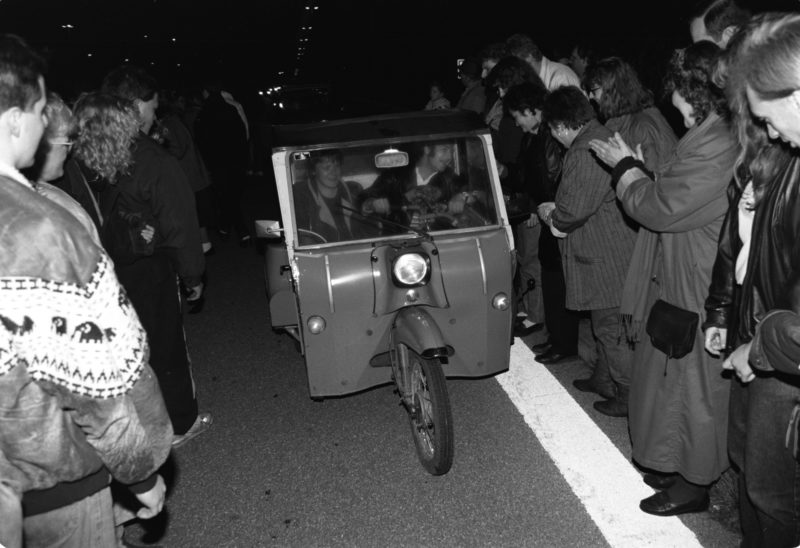 Reportage photographyGDR border opening in 1989: Vehicles from the GDR drive across the open border at the Helmstedt/Marienborn border crossing and are greeted by waving West Germans.Editorial photography: GDR border opening in 1989: Vehicles from the GDR drive across the open border at the Helmstedt/Marienborn border crossing and are greeted by waving West Germans.