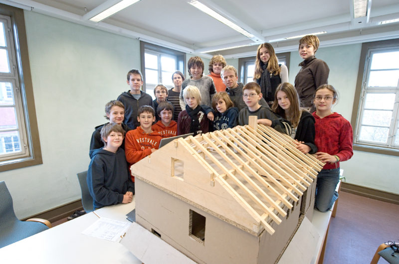 Editorial photography, subject learning and education: Class Photo: A school class from Schwäbisch Hall works in the Hohenlohe Open Air Museum Wackershofen for the renovation and expansion of the former Farrenwaerter-residential building into a house for pupils.