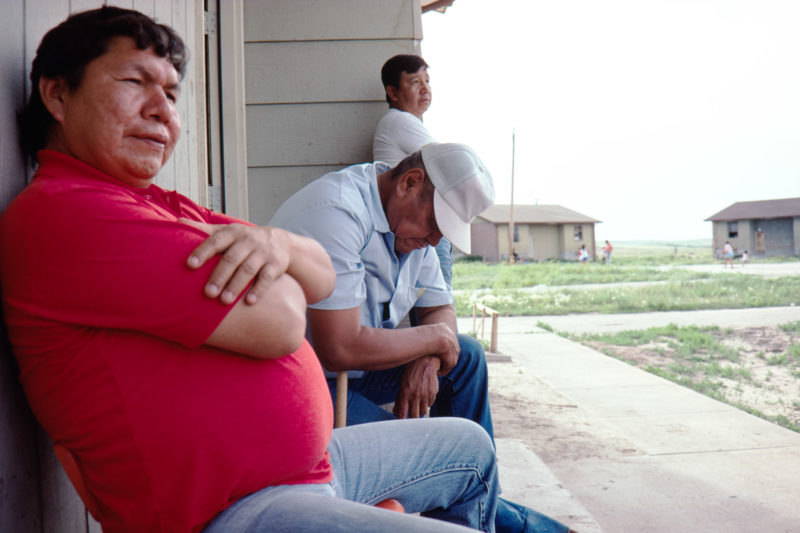 Reportage photography on slide film in the Pine Ridge Reservation in South Dakota, USA: For many men in the settlements of the reservation, everyday life consists of sitting and doing nothing.