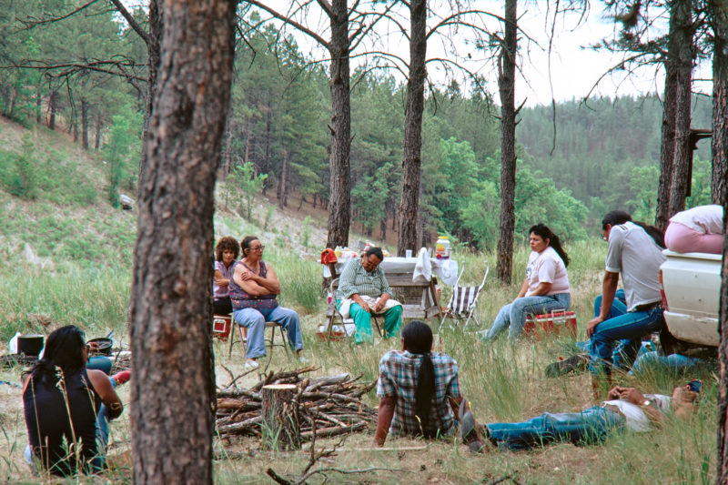 Reportage photography on slide film in the Pine Ridge Reservation in South Dakota, USA: Indians meet for a picnic in the forest.