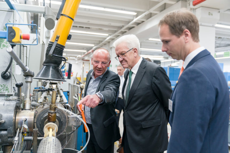 Event photography, editorial photography: Winfried Kretschmann, Prime Minister of Baden-Württemberg, visits the cable production at Lapp Kabel in Stuttgart.