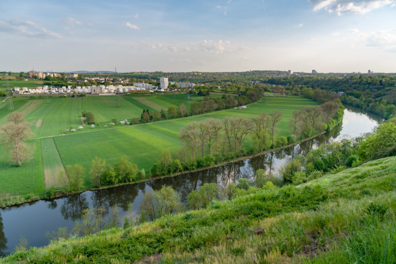 Landscape photogaphy: View of a loop of the river Neckar near Marbach. The landscape is green and in the background you can see settlements.
