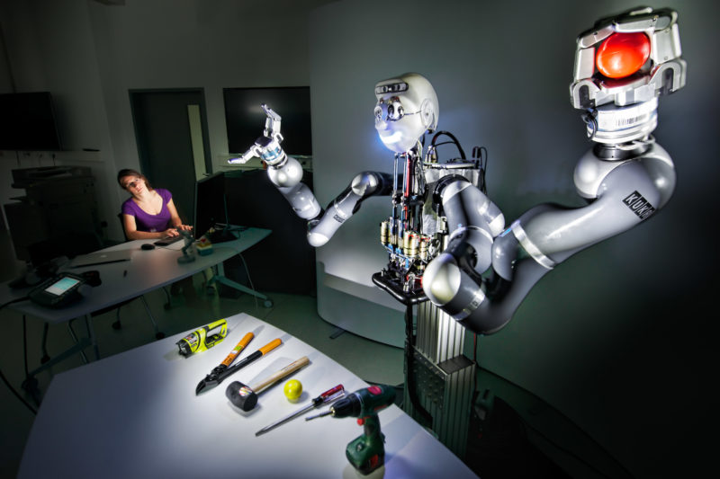 Science photography: This robot at the Max Planck Institute in Tübingen for autonomous motor trains the skill to recognize  tools and to handle them properly.