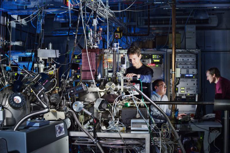 Wissenschaftsfotografie: Versuchslabor der Abteilung für Phasenumwandlungen Thermodynamik und Kinetik am Max-Planck-Institut für Intelligente Systeme in Stuttgart.