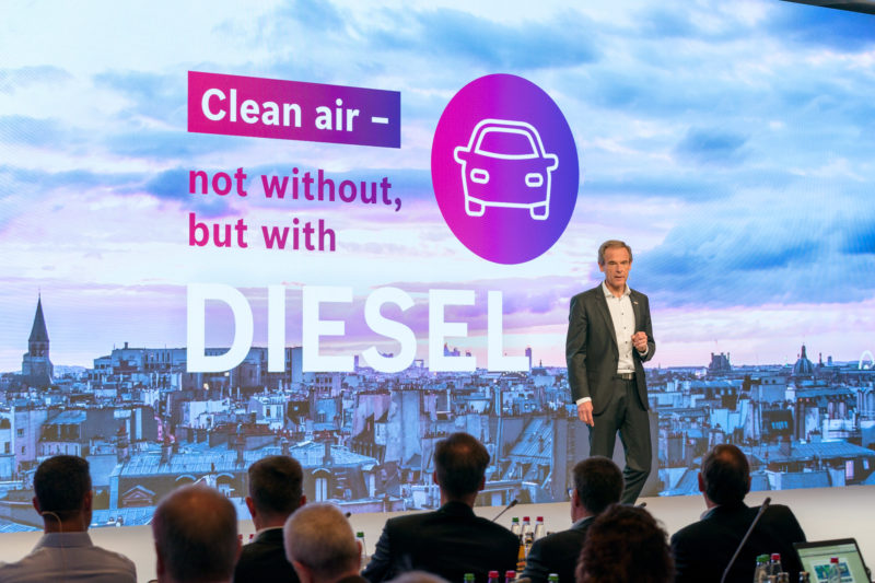 PR photography: Press photos at the press conference of Robert Bosch GmbH: Managing Director Dr. Volkmar Denner during his presentation on diesel technology.