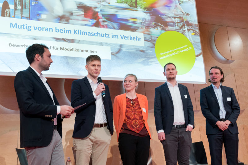 Press photos for an initiative of the Baden-Württemberg state government on the occasion of the kick-off event of the competence network CLIMATE MOBILE with Transport Minister Winfried Hermann: Group on stage.