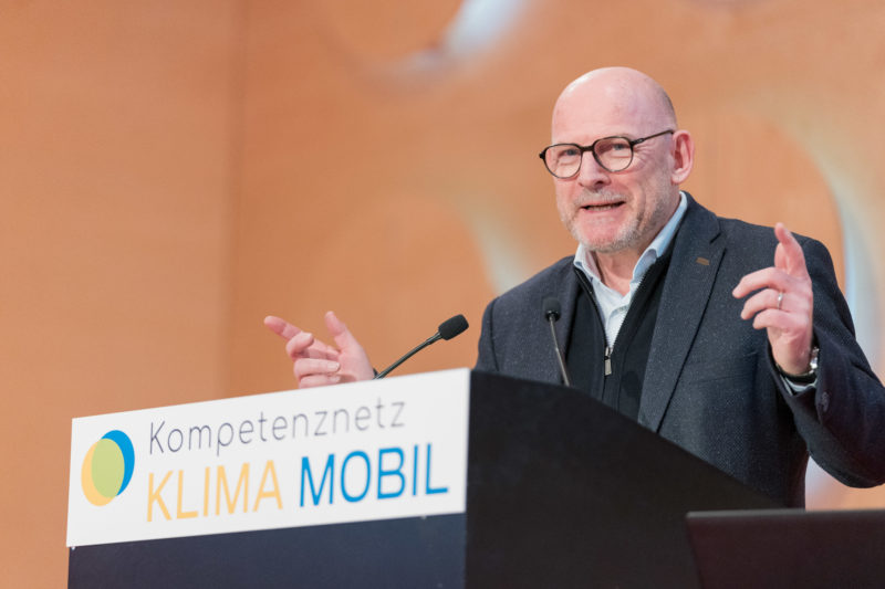 Press photos for an initiative of the Baden-Württemberg state government on the occasion of the kick-off event of the competence network CLIMATE MOBILE with Transport Minister Winfried Hermann: Here on the podium at the opening speech.