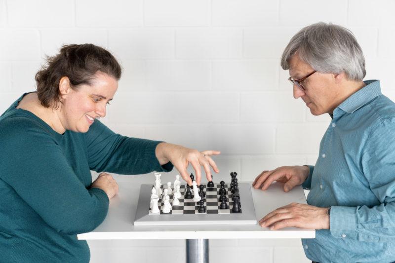 Reportagefotografie: Wissenschaftler erzeugen künstliches Elfenbein: Weiße Schachfiguren sind eine mögliche Anwendung.