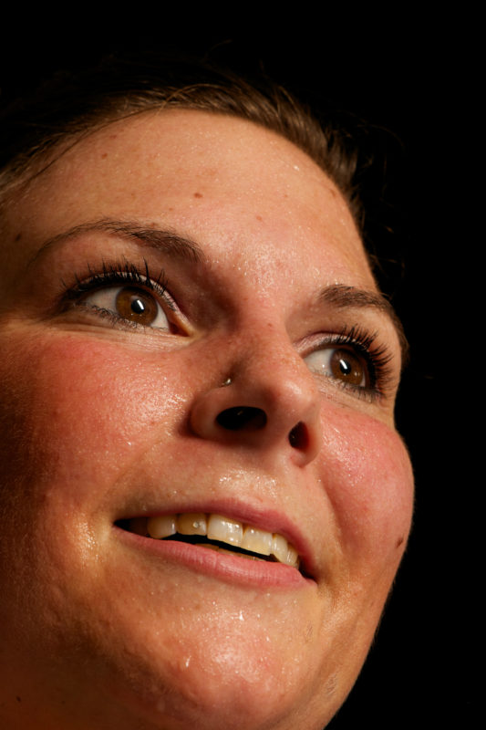 Editorialfotografie: Kraftakt: Eine Fotoserie von Menschen beim Sport. Schweiss und Glück vereinen sich in ihren Gesichtern.