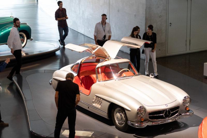 Stadtportrait Stuttgart: Eines der am besten bewunderten Objekte im Mercedes-Benz Museum ist der Flügeltür-Mercedes Typ 300 SL.