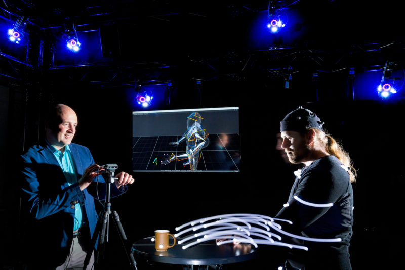 Science photography: In the VR Lab, the laboratory for virtual reality at Reutlingen University of Applied Sciences, motion studies are carried out which are then used for research on an exoskeleton for paralysed hands. The project is funded by the Landesstiftung Baden-Württemberg foundation.