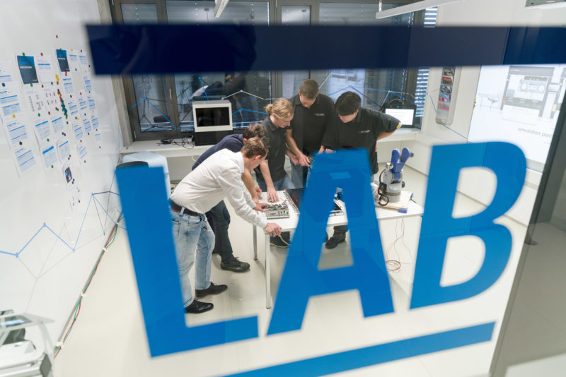 Technology photography:  In the new future laboratory of Schubert System Elektronik GmbH in Neuhausen ob Eck, employees are researching new operating concepts for industrial machines.